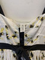 Diane Von Furstenberg Women's White Bee Print Dress Size 8 #38/4811/A
